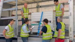 Suffel Referent erklärt wie die Ladung ordnungsgemäß gesichert wird